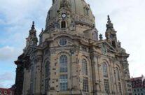 Frommer Kuschelkloß vor Frauenkirche